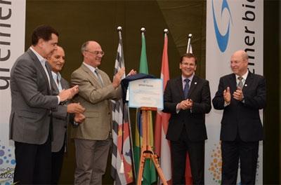 Da esquerda para direita: Juan Quirós (Presidente da Investe SP), Omar Najar (Prefeito de Americana), Ingomar Lochschmidt (Cônsul Comercial da Áustria), Rainer Perneker (CEO do Grupo Greiner) e Haroldo Fontes Graci (Gerente Geral da Greiner Bio-One do Brasil) / Créditos: Plínio Moraes Jr.