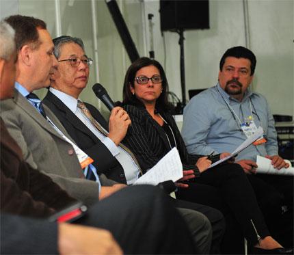 Da esquerda para a direita: Paulo Sérgio Furlan Braga (Coordenador do APL de Ferramentaria do Grande ABC), Luiz Moan (Presidente da ANFAVEA), Maria Paula Merlotti (coordenadora executiva do Setor Automotivo da Secretaria de Desenvolvimento Econômico, Ciência e Tecnologia - RS) e Carlos Manoel de Carvalho (vice-presidente da Abinfer, coordenador do APL de Ferramentaria do Grande ABC)