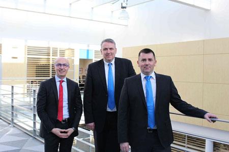 Da esq. para a dir.: Jean-Michel Renaudeau, CEO; Marcus Klaputek, Diretor de Vendas para a Europa central, Rússia e Oriente Médio; e Csaba Jozan, gerente de vendas do escritório na Hungria / Áustria.