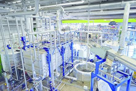 A Trenntechnik Ulm GmbH instalou uma linha especificamente para a separação química de filmes compostos PA / PE em Memmingen, Alemanha. Utilizando este método e um solvente adequado, será possível também recuperar outras matérias-primas