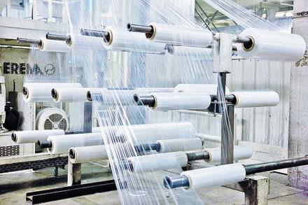 Para muitos produtos, tais como sacos de lixo, já se tornou comum hoje em dia usar material reciclado, o que faz sentido tanto do ponto de vista econômico como ecológico.